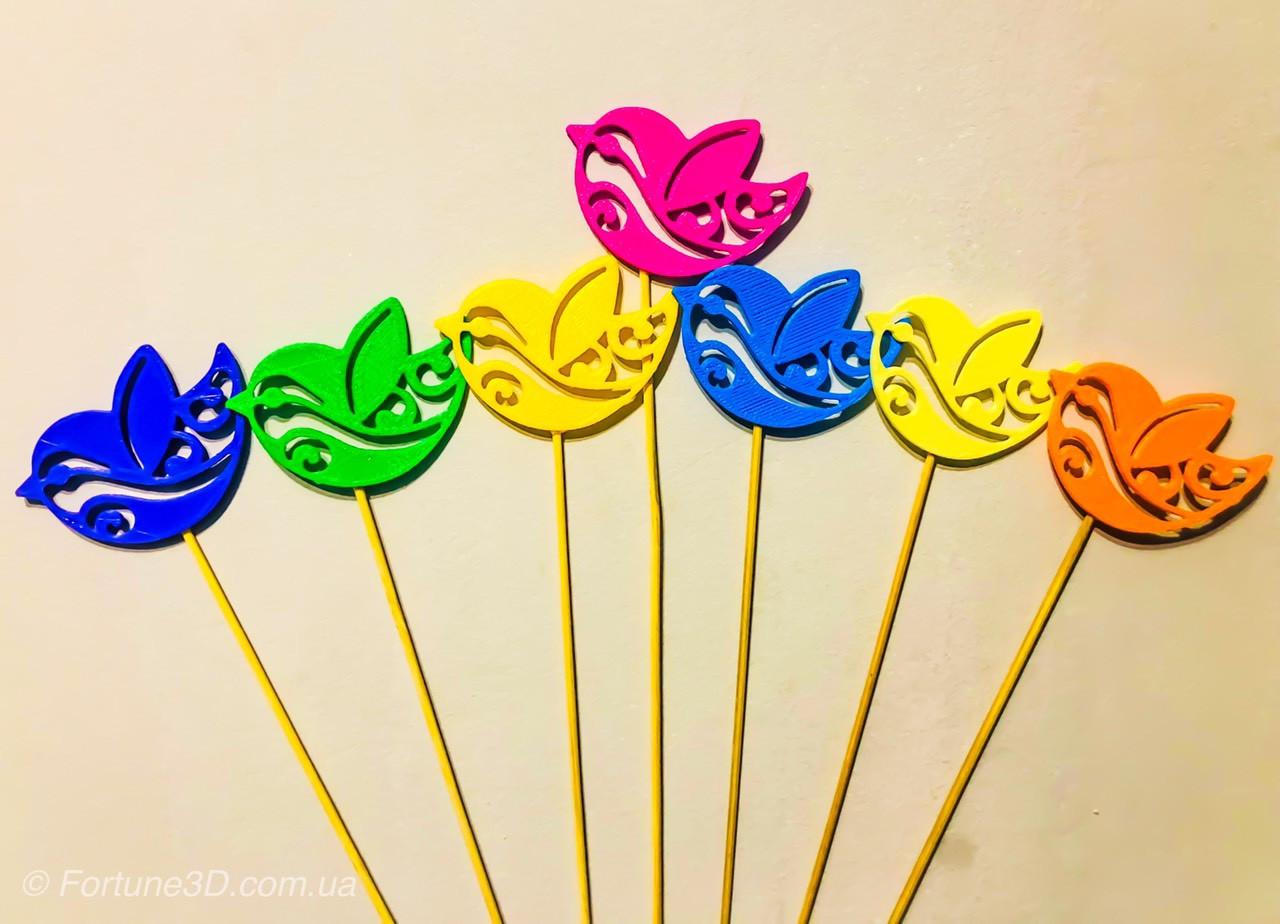 Пташки з візерунком декор на паличці. 7 кольорів. Великодній декор на паличці з пластику
