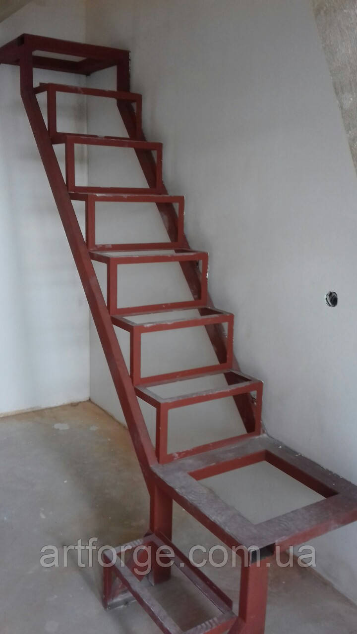 Лестница в квартиру. Каркас лестницы под зашивку - прямой марш с площадками