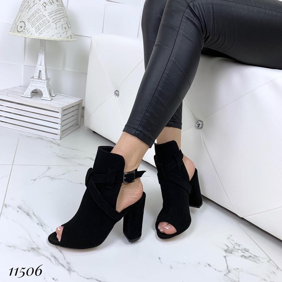 Босоножки замшевые черные на каблуке