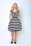 Оригинальное женское платье в черно-белую полоску