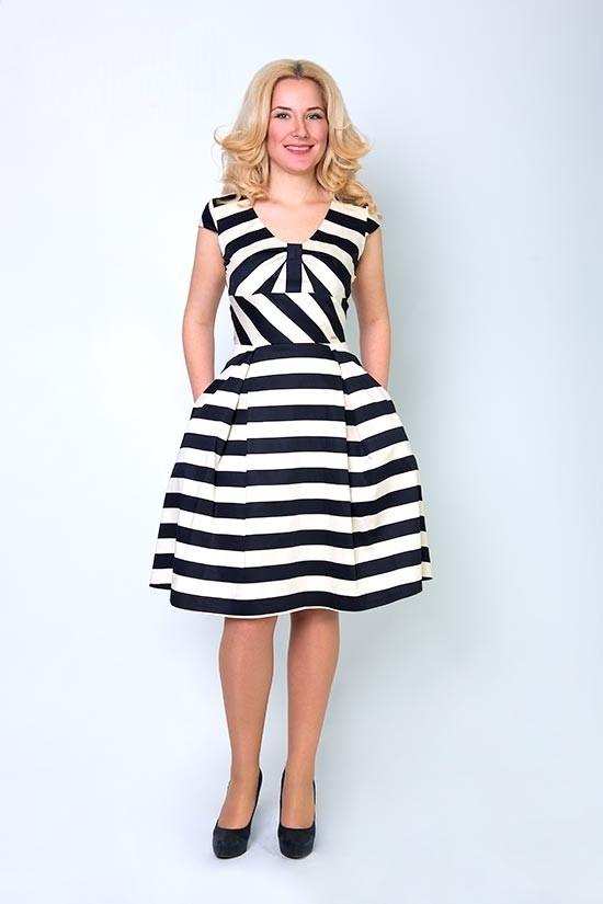 Купить платье в черно белую полоску