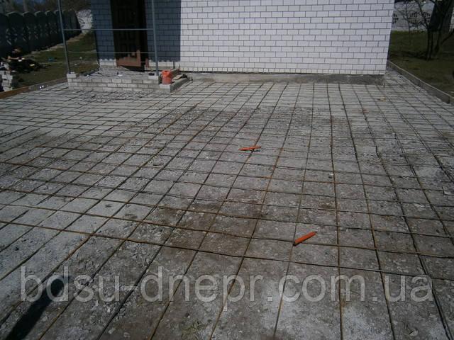 Бетонирование основания двора на даче