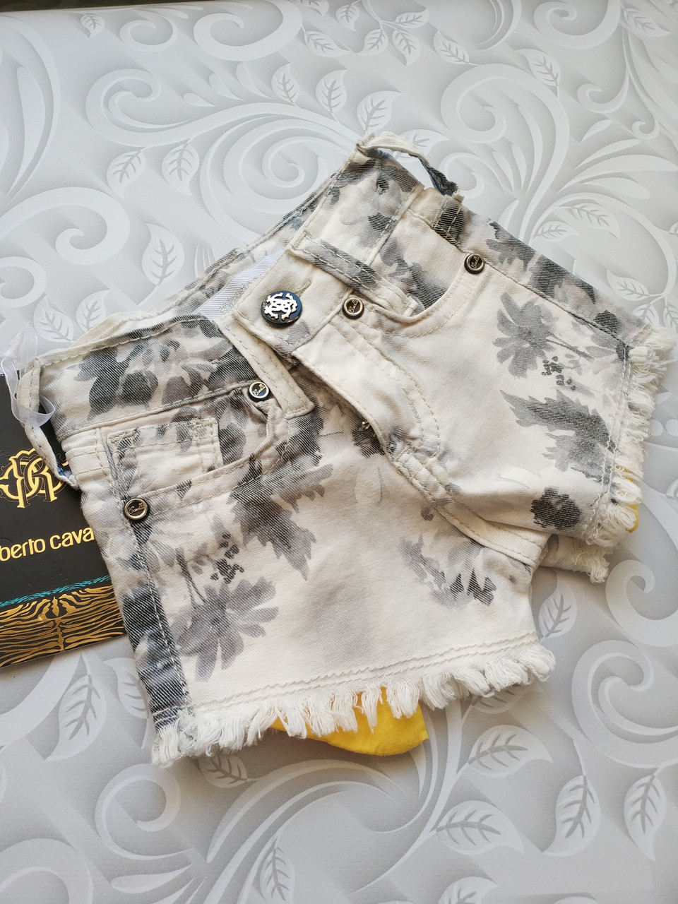 Стильные джинсовые шорты Roberto Cavalli