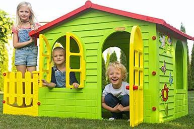 Большой детский домик Mochtoys с заборчиком