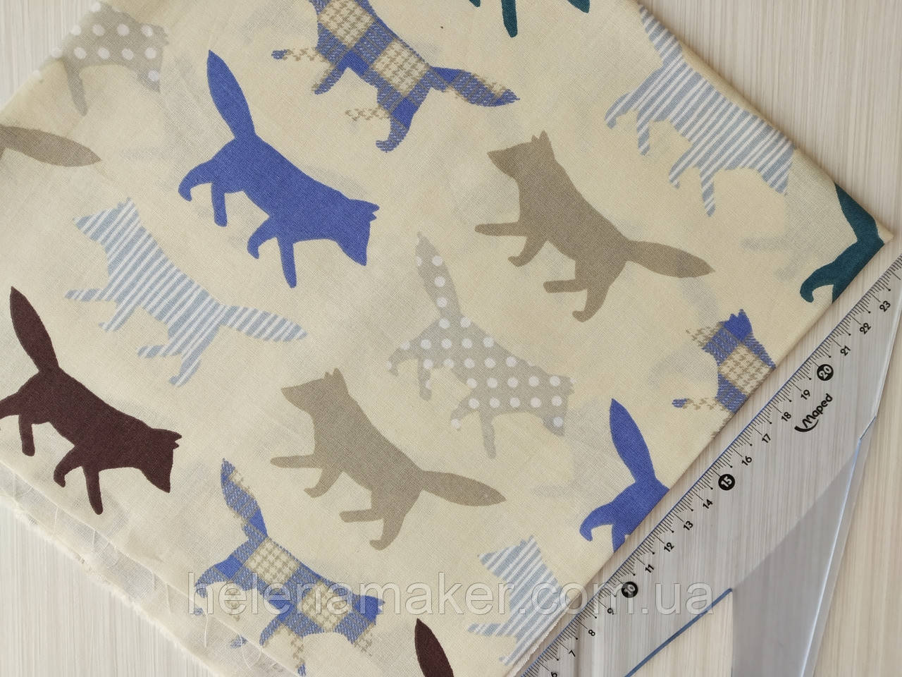 Хлопковая ткань Волки на бежевом фоне. Размер отреза 45*50 см