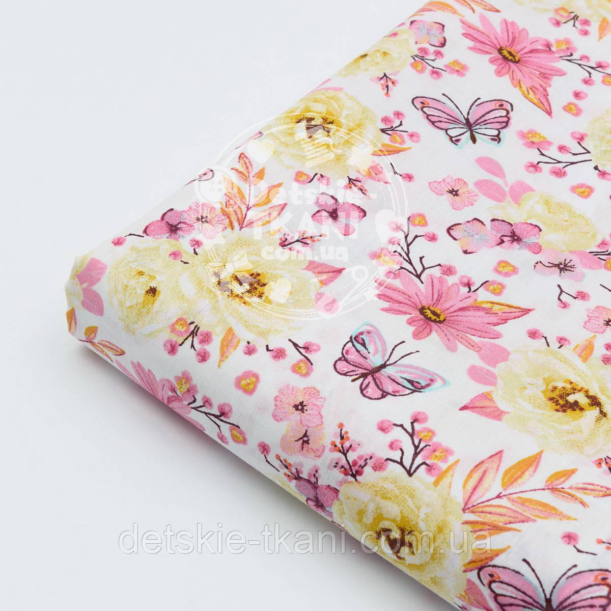 """Лоскут ткани """"Цветочки среднего размера розовые и жёлтые с бабочками"""" № 1524а"""