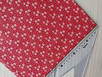 Хлопковая ткань Белые цветы на красном фоне. Размер отреза 45*50 см