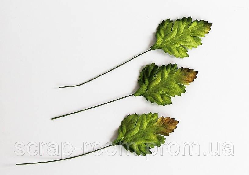 Листочки бумажные зеленые со стебельком, листья зеленые шиповника, бумажные листочки, листочки бумажные