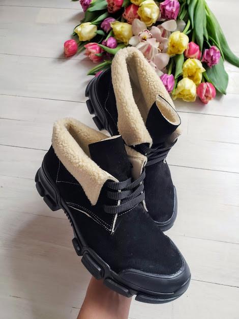 Женские демисезонные ботинки из натуральной замши черного цвета