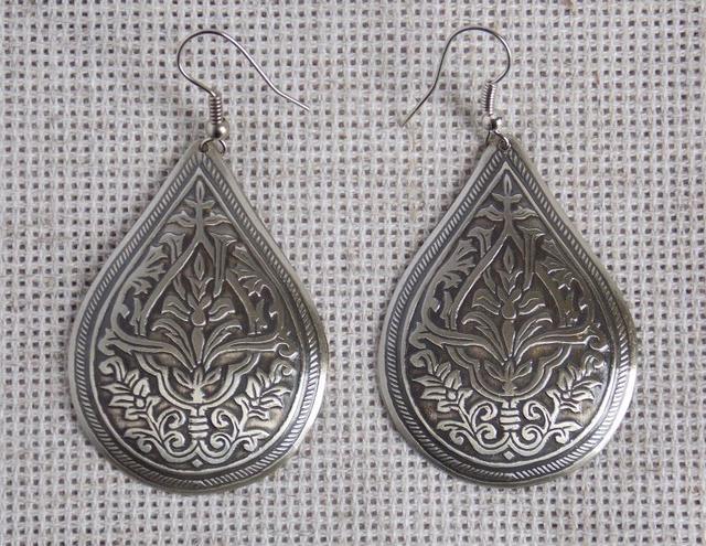 Славянские серьги с растительным орнаментом