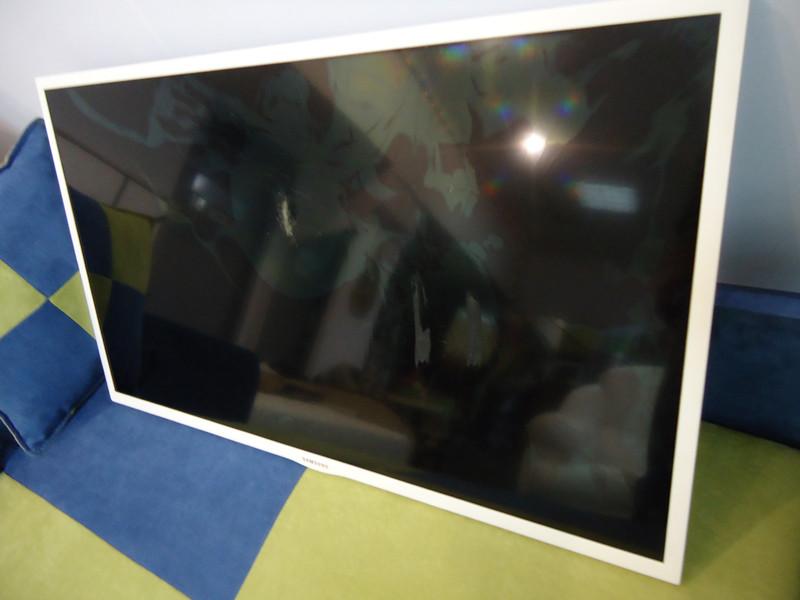 Матрицы с разбитым стеклом к телевизорам Samsung F ES и EH с LED подсветкой.