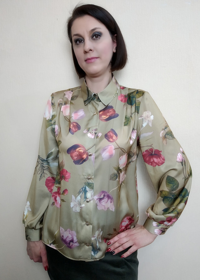 Шелковая женская блузка с рубашечным воротником