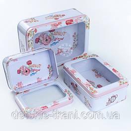 Набор прямоугольных коробок с прозрачной крышкой из 3-х шт белого цвета с конфетами и цветами