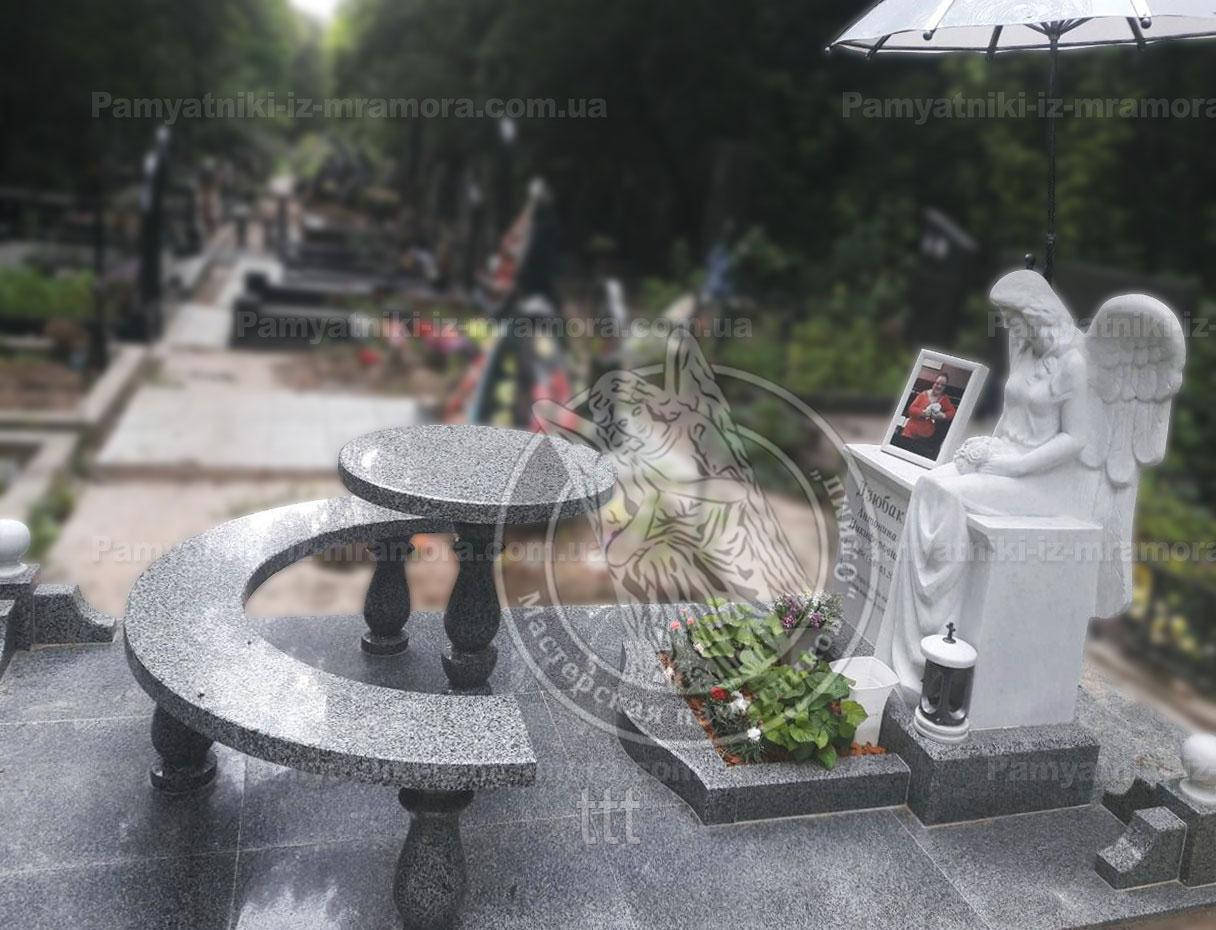 Комплекс со скульптурой из мрамор сидящий ангел №48 Установили на Берковцах г. Киев