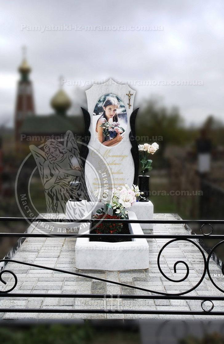Памятник из мрамора с пелонами из гранита и фотокерамикой № 51
