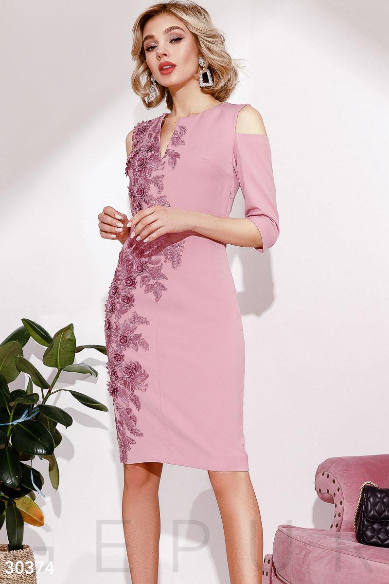 44c15c3e9661fc9 Нарядное Платье Футляр с Цветочной Вышивкой — в Категории