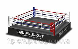 Боксерский ринг на помосте 7,8*7,8м, канаты 6,1*6,1м.