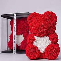 Мишка из роз в прозрачной подарочной коробке, 40 см красный с белым сердцем. Сделан в Украине