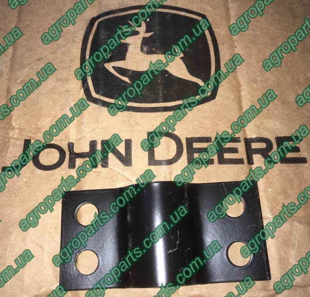 Хомут N280512 зернопровода John Deere SUPPORT, GRASS TUBE опора n280512