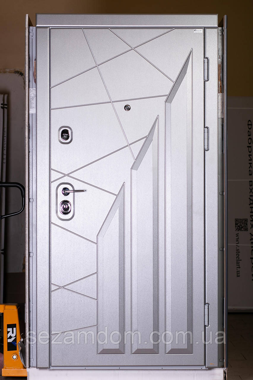 Трёх контурная входная дверь с металлом 2 мм.