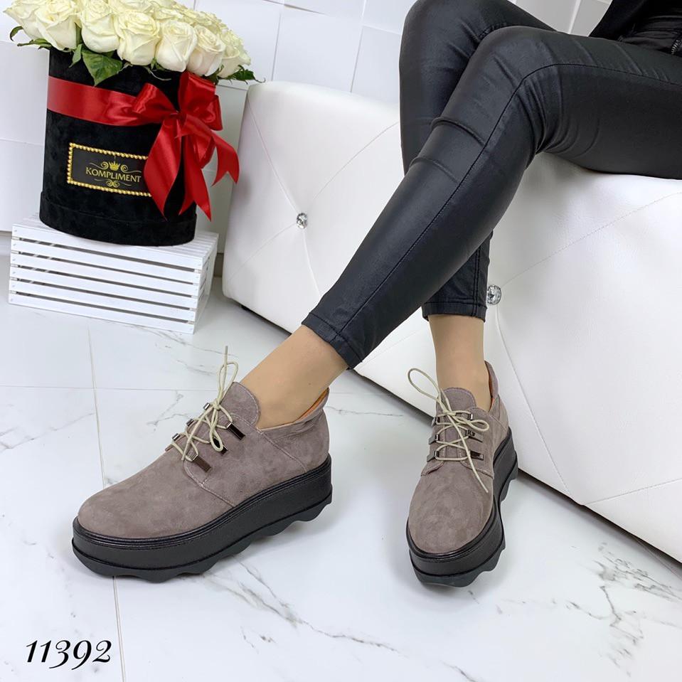 Демисезонные замшевые кофейные ботинки на платформе