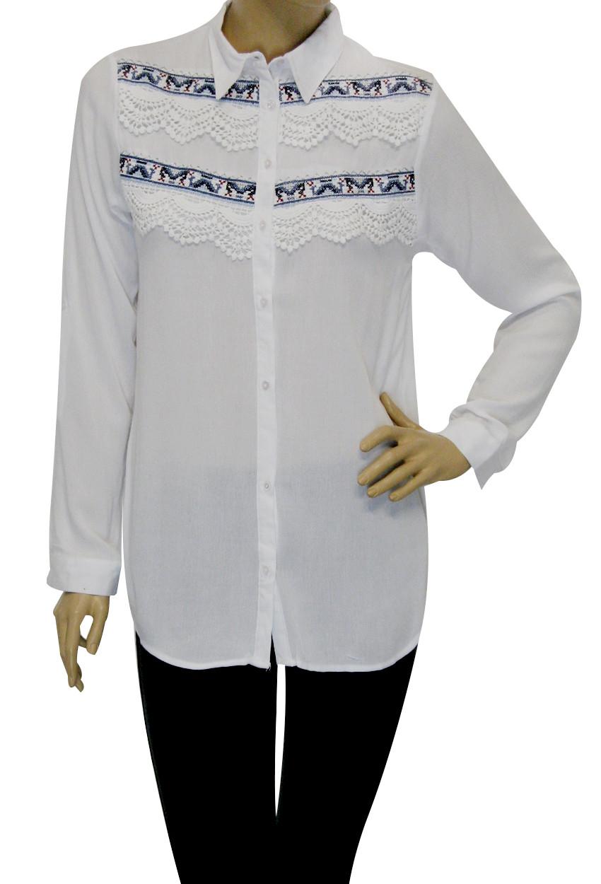 Жіноча сорочка з вишивкою і мереживом
