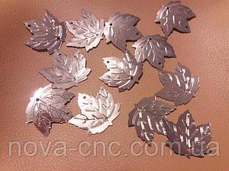 Пайетки кленовый лист 2х2 см серебро