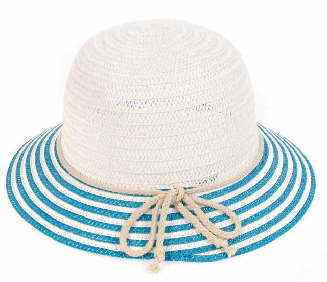 Белая шляпка с полем