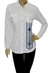 Біла жіноча сорочка з принтом із вишивки і стразів