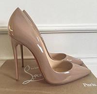 Бежевые лаковые туфли Christian Louboutin. Кожа.