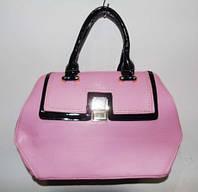 Стильная  розовая женская  сумка с лак чёрными  ручками