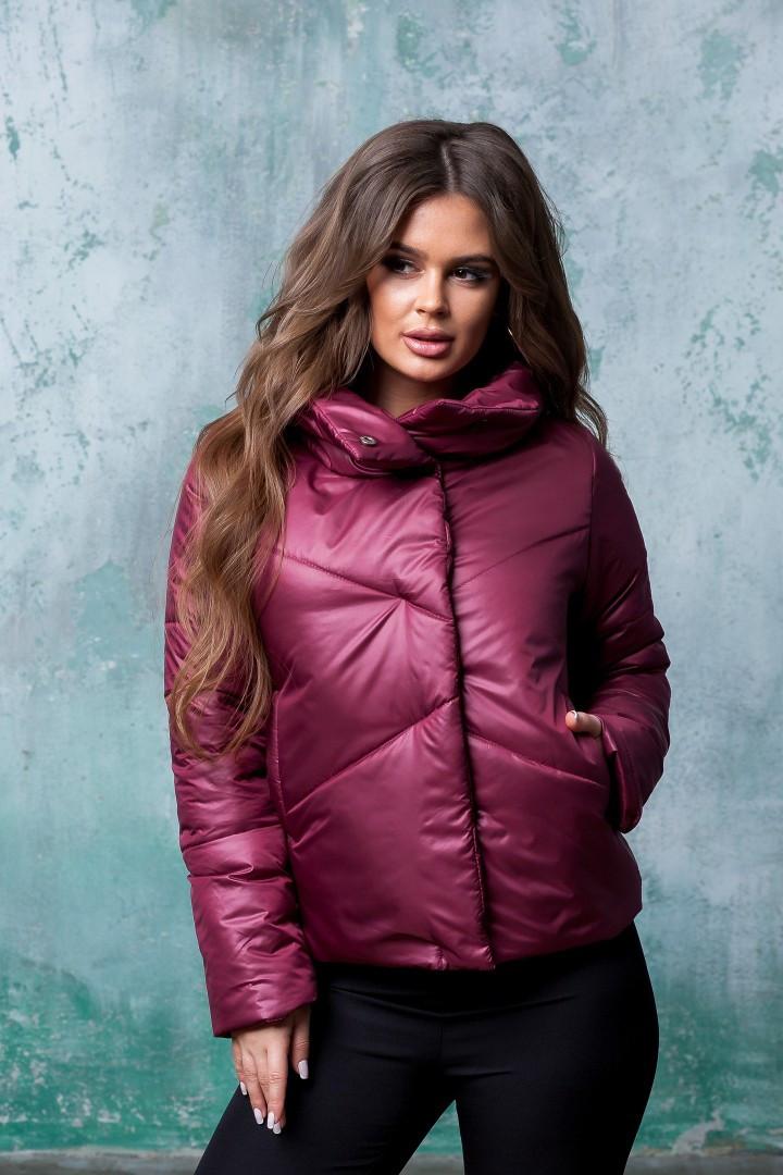 Женская короткая куртка на кнопках с вшитыми карманами