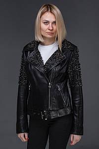 Женская кожаная куртка косуха с камнями