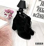Стильные черные замшевые ботильоны на обтяжном каблуке шнуровке, фото 2
