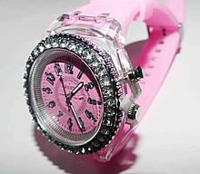 Часы женские светящиеся со стразами кварцевые розовые