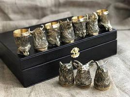 """Набор подарочных чарок из бронзы """"Охотничьи"""" 10 штук, в кейсе из эко-кожи"""
