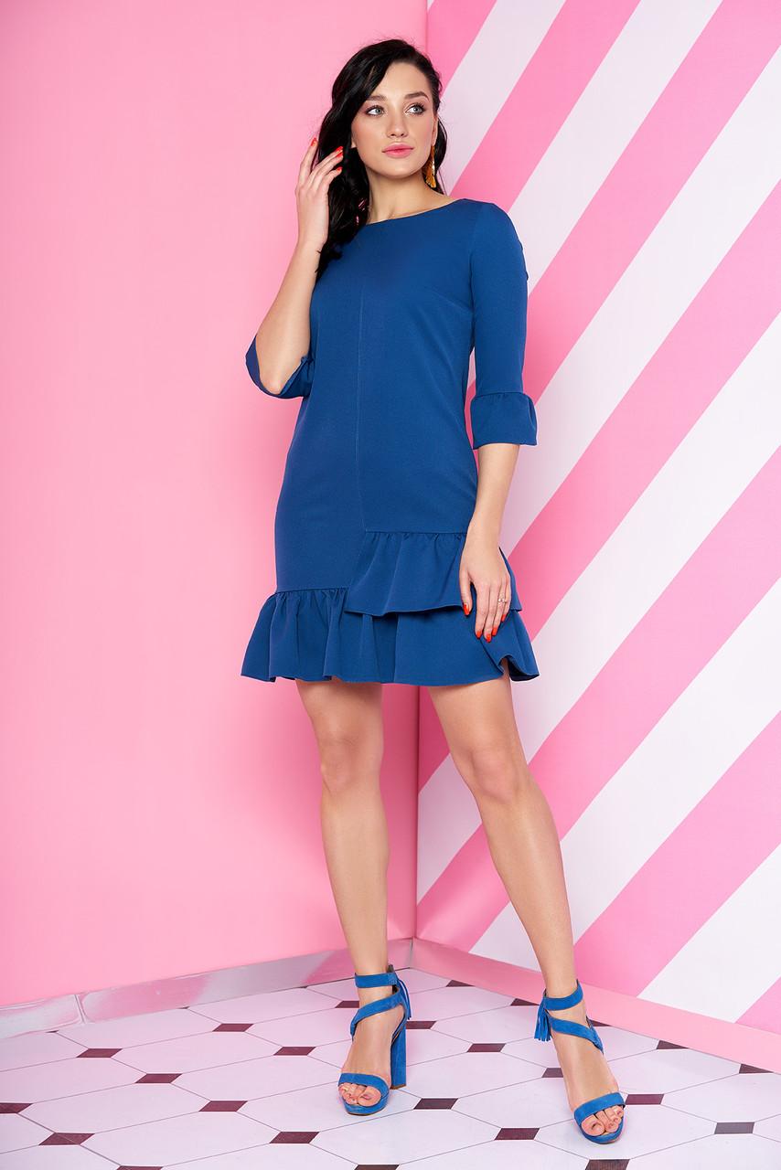 Красивое синее платье с рюшами