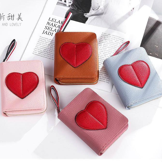 Маленький кошелечек с красным сердцем