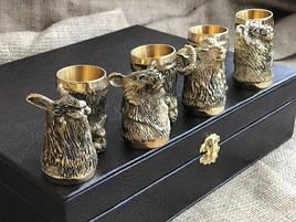 """Подарочный набор бронзовых стопок """"Охотничьи"""" 8 штук, в кейсе из эко-кожи"""