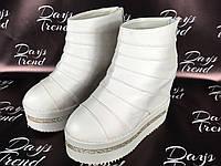 Стильные женские ботинки ботильоны на платформе для модных девушек Белый