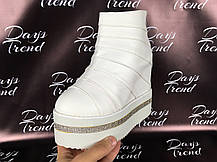Стильні жіночі черевики ботильйони на платформі для модних дівчат Білий, фото 2