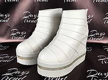 Стильні жіночі черевики ботильйони на платформі для модних дівчат Білий, фото 3