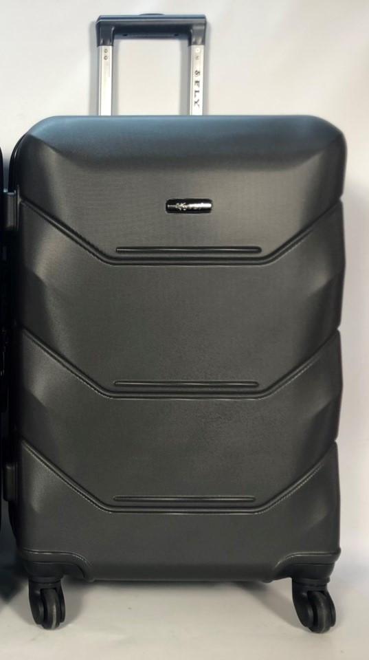 Средний пластиковый чемодан FLY 147 на 4 колесах Графитовый