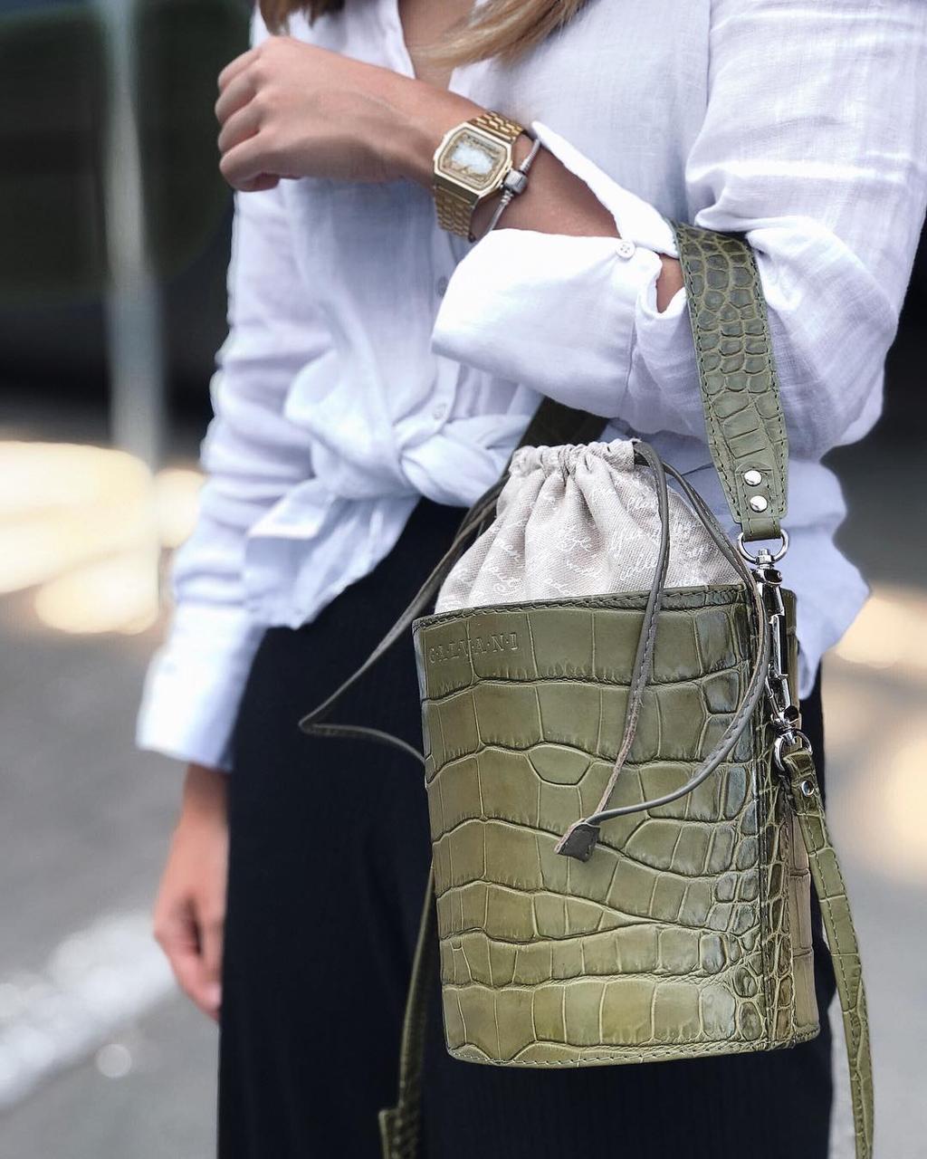 Жіноча шкіряна сумка бочонок зелена під крокордила