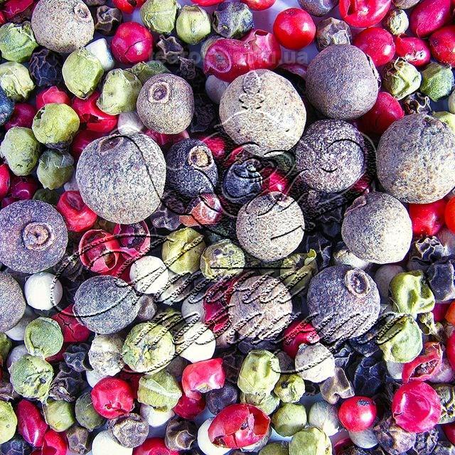 Суміш з п'яти перців (білого, чорного, зеленого, рожевого та духмяного)