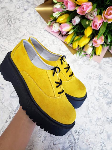 Женские туфли из натуральной замши желтого цвета на небольшой платформе DOKTOR POWDER SUEDE