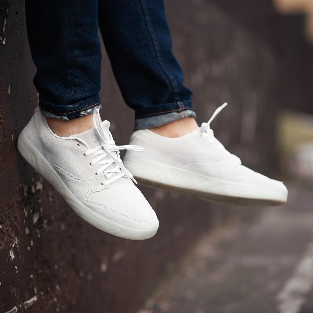 Мужские кроссовки South Fost white. Натуральная замша