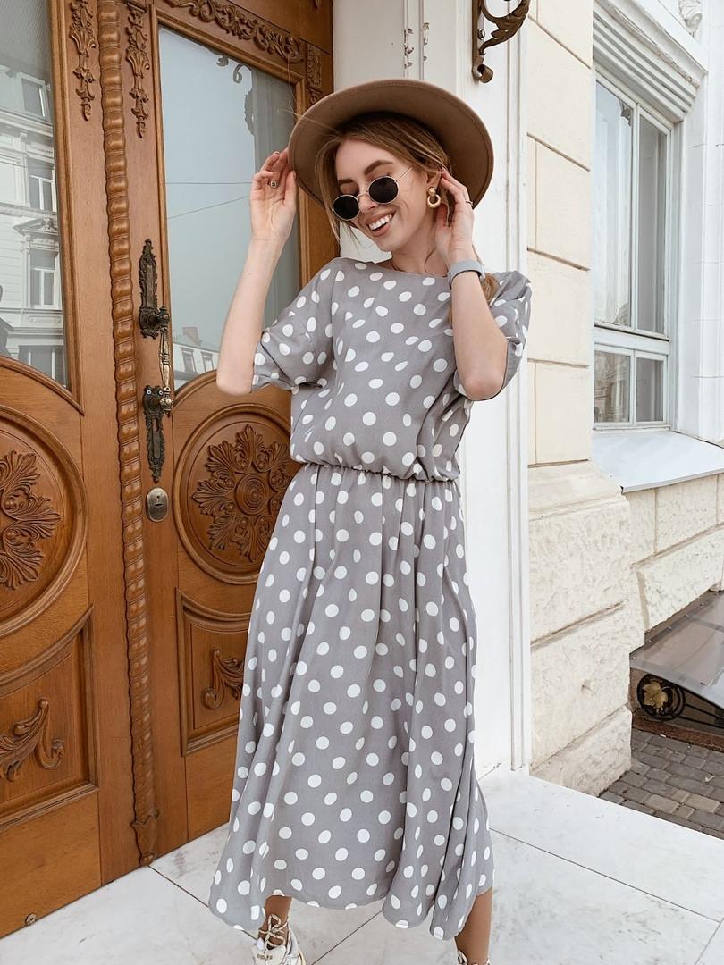 Платье с глубоким декольте на спине