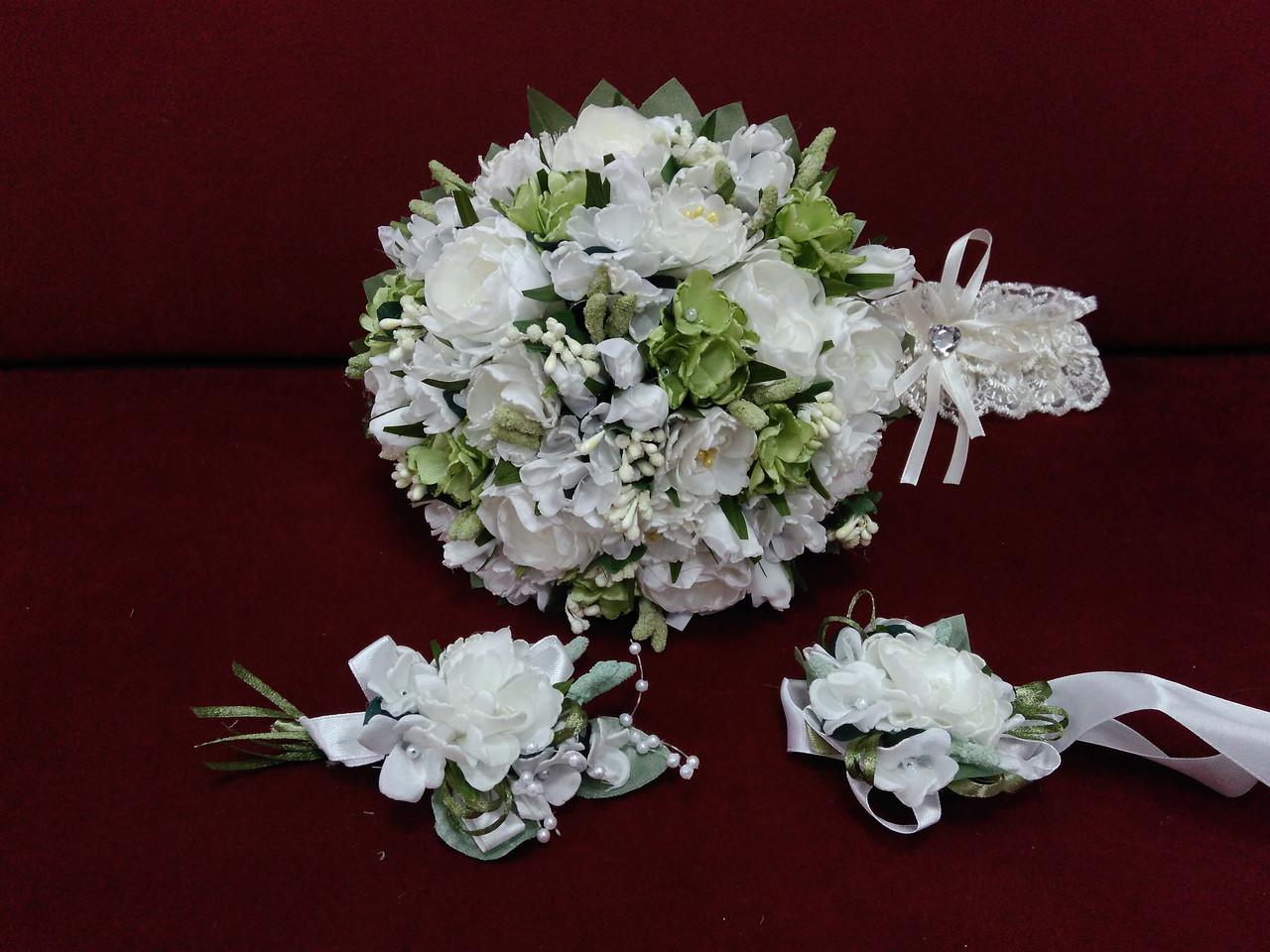 Набор свадебных аксессуаров в айвори (молочном) цвете (букет-дублер, бутоньерки, подвязка)