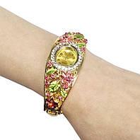Кварцевые часы с цветочным орнаментом
